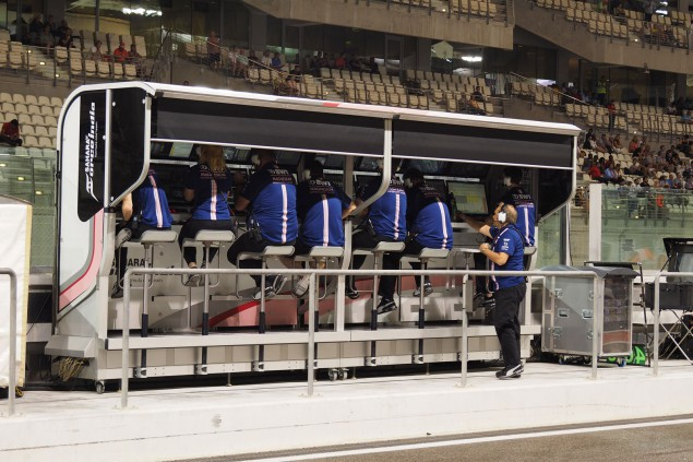 PITWALL-FIN-01